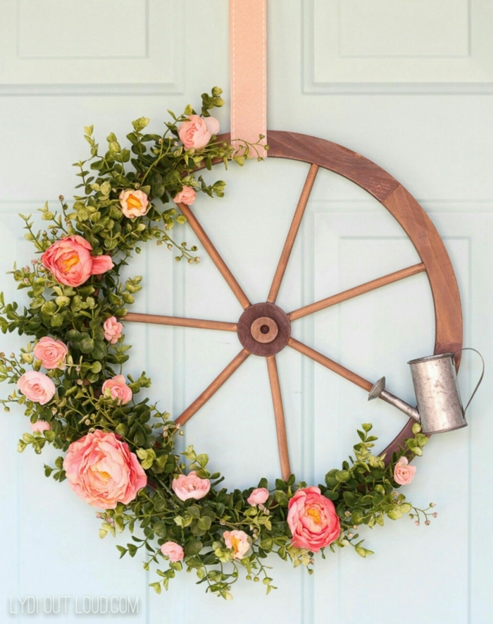 manualidades faciles de hacer para el verano, corona de flores en la puerta de entrada, ideas DIY