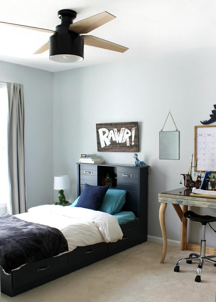 armario esquinero juvenil, cama en azul oscuro con armarios con cajones detrás, escritorio con silla redonda