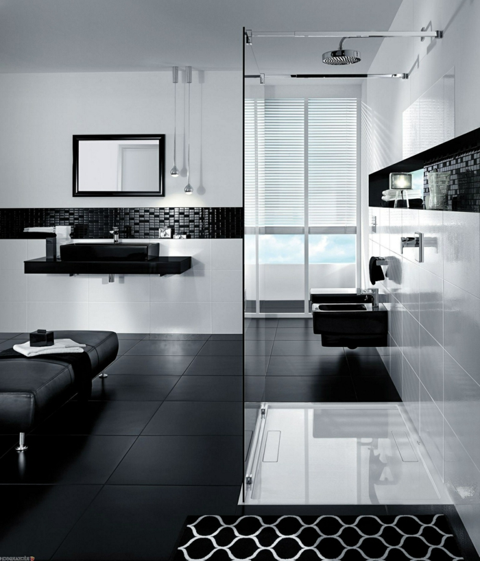 azulejos baño porcelanosa, azulejos negros cuadrados, mampra de cristal, espejo rectangular en color negro