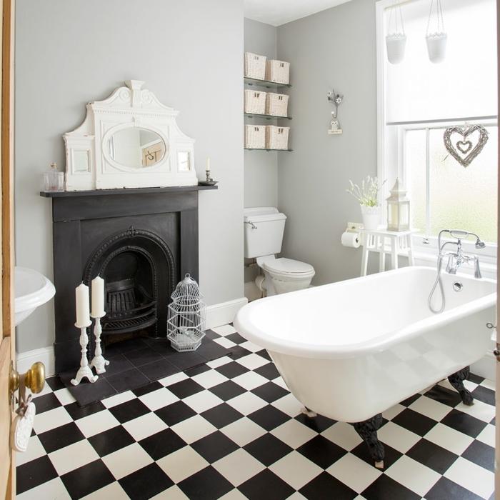 azulejos de baño, baldosas cuadradas de color blanco y negro, bañera blanca, ventana grande