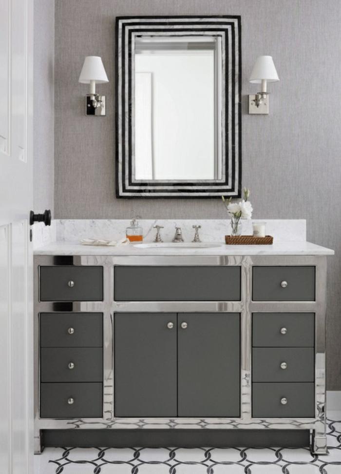 preciosa decoración en gris y blanco, cuartos de baño modernos con espejos super originales