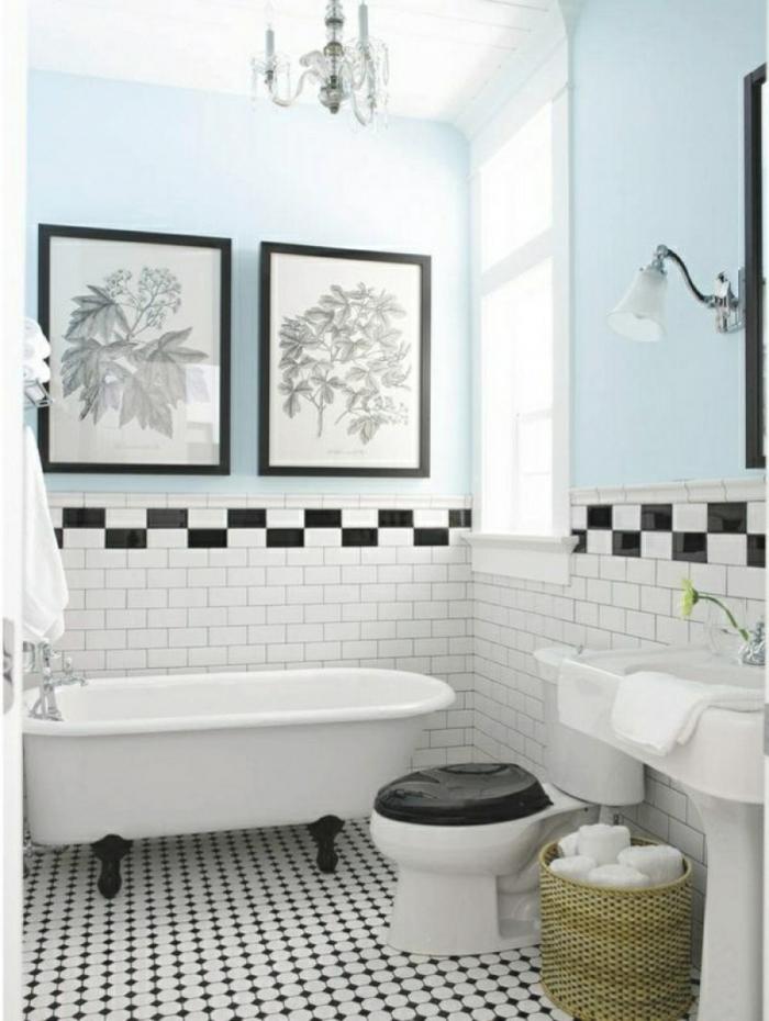 azulejos para baños pequeños, suelo de color blanco y negro con media pared pintada en azul celeste