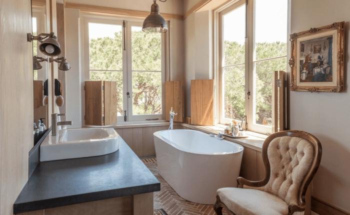 ideas de azulejos para baños pequeños, precioso baño decorado en blanco, gris y beige con elementos vintage