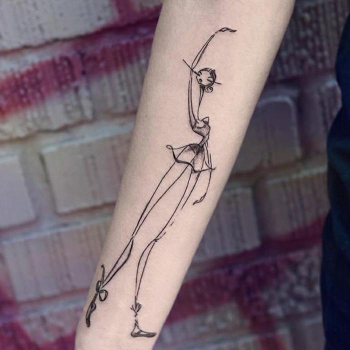 tatuajes brazo mujer personalizados, ideas super original, tatuaje de una bailarina en el antebrazo