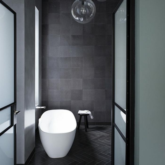ideas de reforma baño pequeño, espacio pequeño decorado en gris con muebles blancos