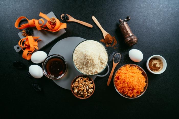 ingredientes necesarios para hacer bizcocho de zanahorias, zanahorias ralladas, harina de quinoa, nueces machacadas, jarabe de acre
