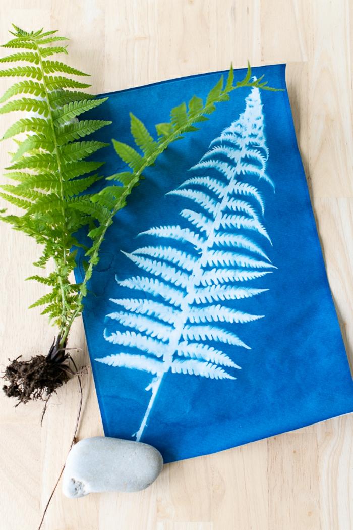 manualidades faciles de hacer y super originales, toalla DIY decorada con motivos botánicos