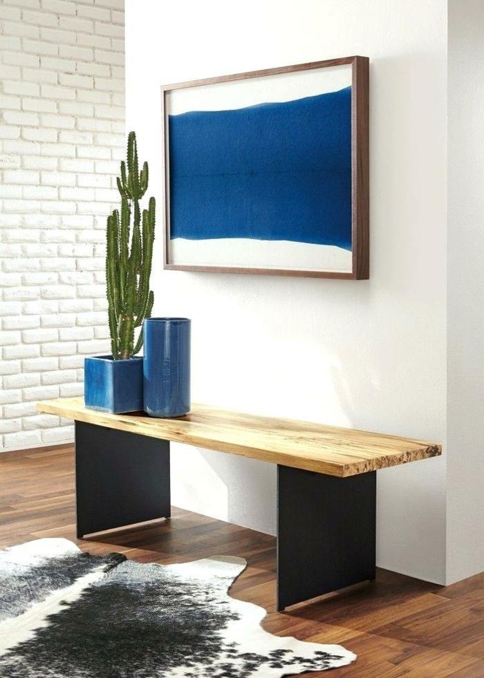 preciosa decoración de entraditas modernas, ideas sencillas de diseño de recibidores, banco de madera, macetas de cactus