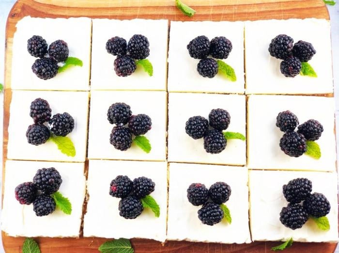 mini tartas de queso con arándanos, tarta de queso philadelphia sin horno super fácil de hacer