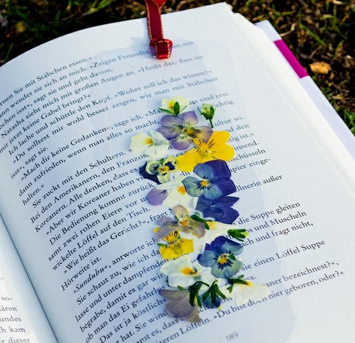 bonitas ideas DIY para los amantes de la lectura, marcarpaginas manualidades con flores secas