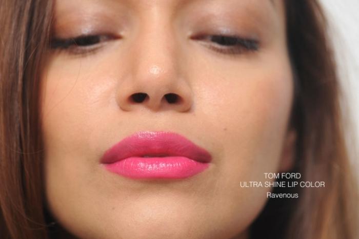 labios grandes perfilados pintados en color fucsia, labial cremoso textura ultra brillante