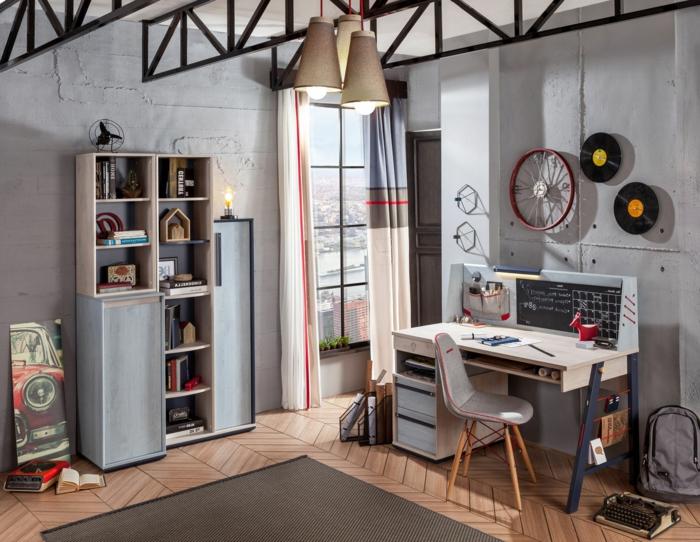 camas compactas juveniles con paredes en gris, escritorio de madera, silla gris y suelo de parquet de madera