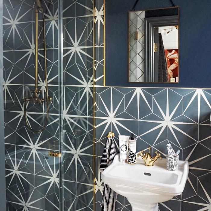 ceramicas para baños, azulejos muy llamativos con relampagos de color blanco con lavabo blanco