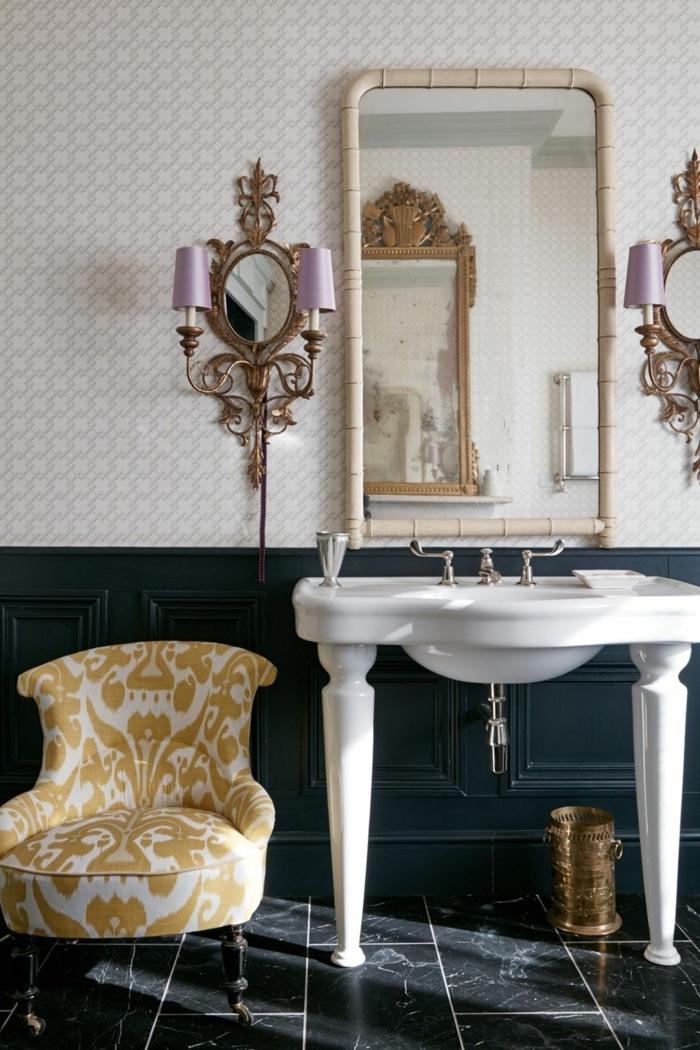 ceramicas para baños, suelo de color negro con detalles blancos, espejo de marco de color crema metálico