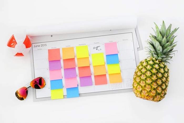 ideas de manualidades faciles de hacer en verano, calendario super colorido para contar los dias hasta las vacaciones