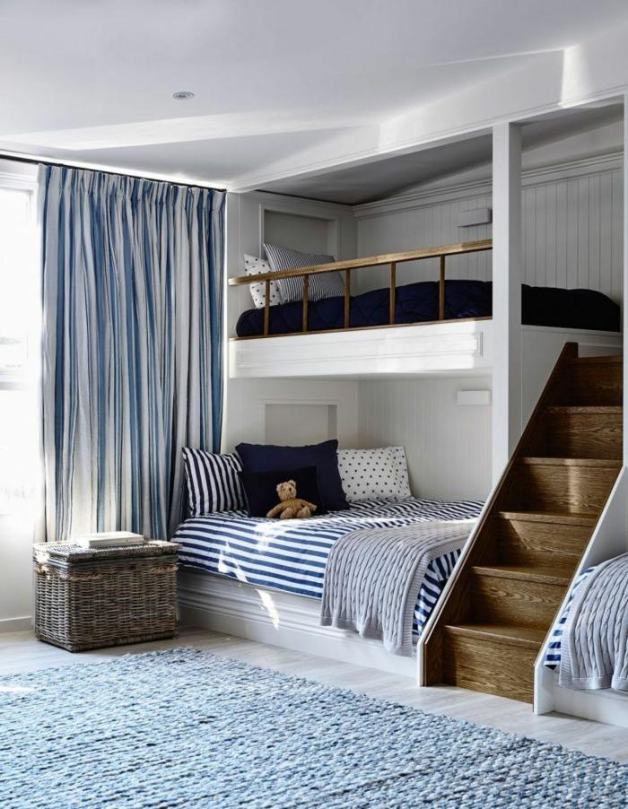 como decorar una habitacion pequeña, litera de color blanco con parquet gris con alfombra de color azul