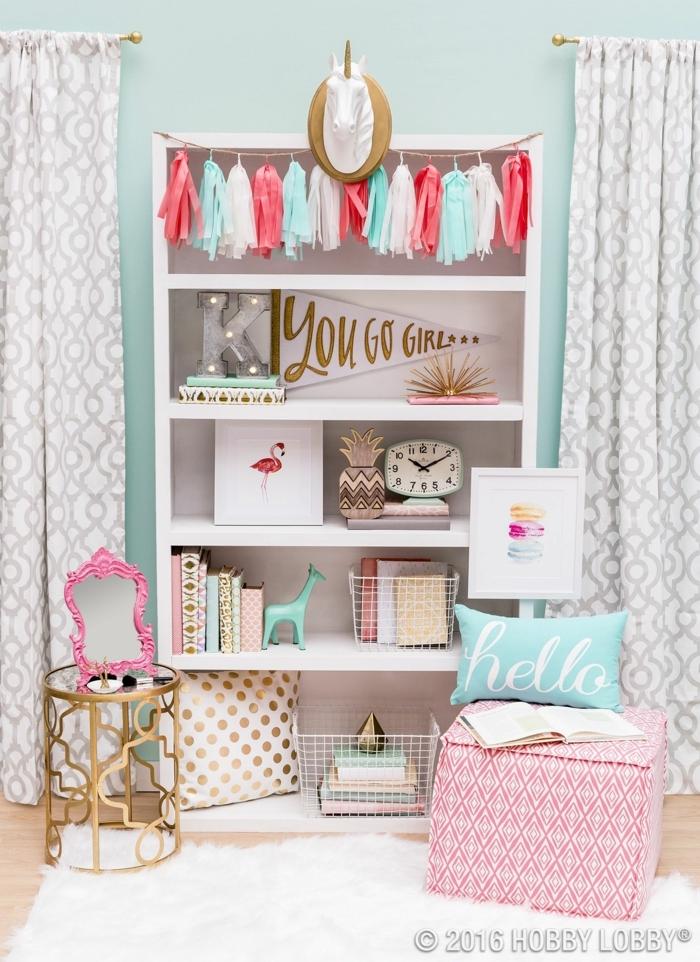 como decorar una habitacion pequeña, estantería blanca con cosas en ella, You go girl inscripcion