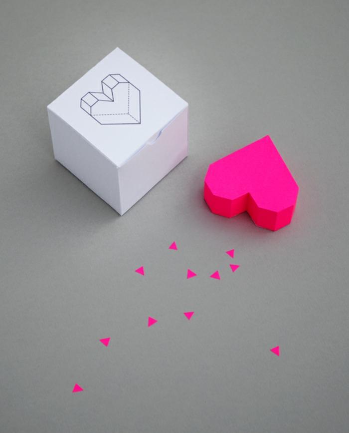 decoración con origami, figuras tridimensionales con forma de corazón, papiroflexia para niños