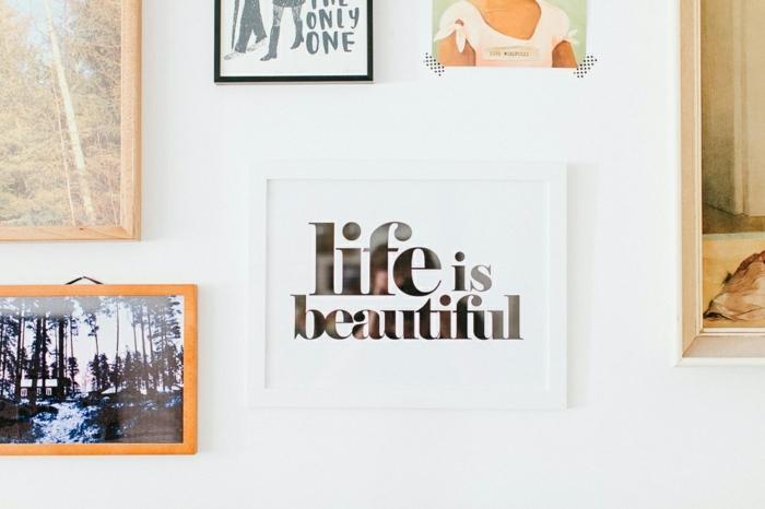 compactos juveniles, cuadros con inscripciones y con paisajes, Life is beautiful con fondo blanco
