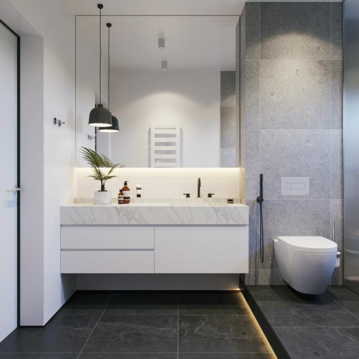 reforma baño pequeño decorado en gris y blanco, grandes baldosas y armario en blanco