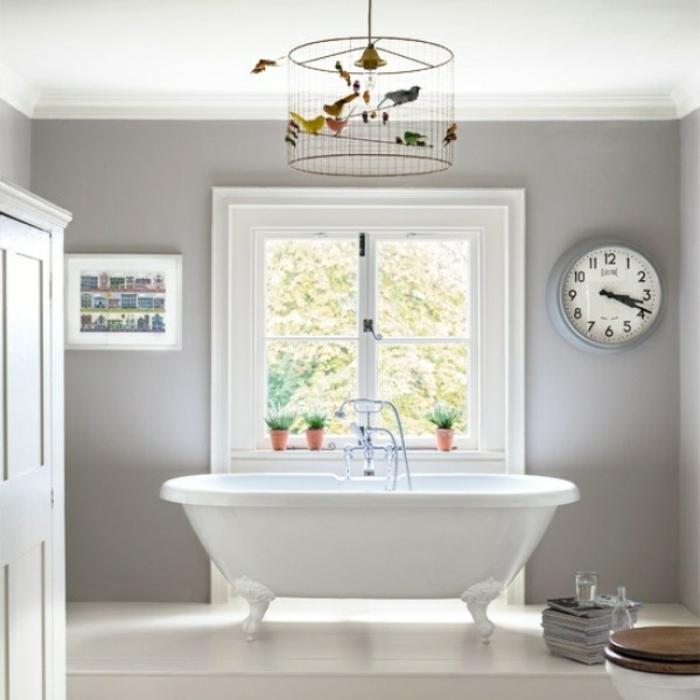 cuartos de baño de diseño decorados en gris y blanco, paredes en gris, cuadros decorativos