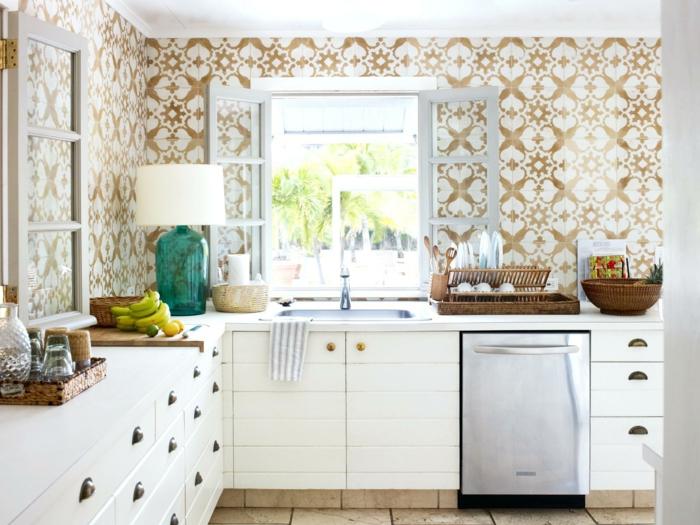 decoracion apartamentos pequeños, cocina con vinilo en marrón y blanco con ventana blanca abierta