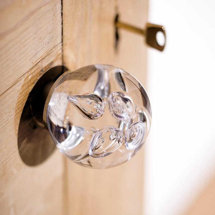 decoracion apartamentos pequeños, mango de cristal para la puerta, muy bonito y artístico