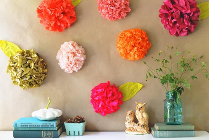 propuestas de manualidades originales para decorar la casa, flores de papel para adornar la pared