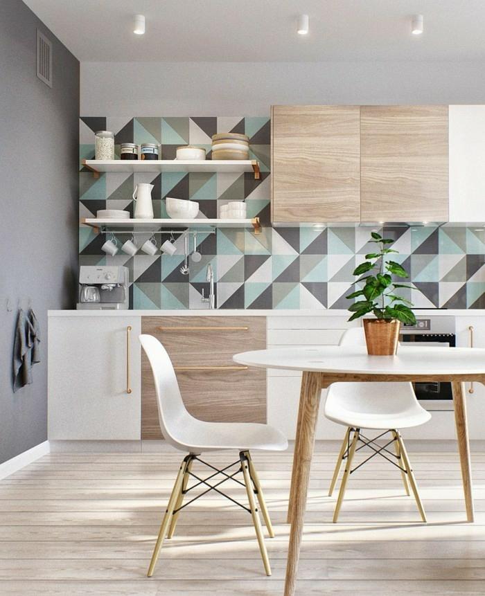 decoracionsalon pequeño, cocina con sillas de madera en color blanco, mesa de ikea con tablero blanco