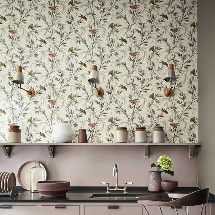 decorar salon pequeño, cocina con vinilo de pajaros y ramas de árboles con botes en la cocina y jarrón