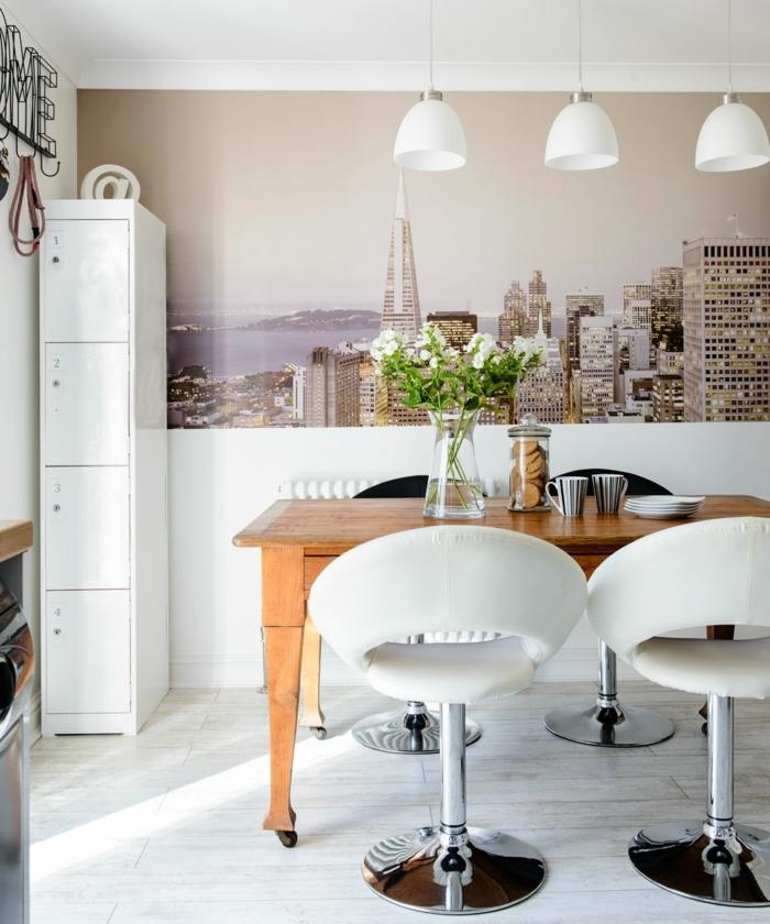 decoraciones para casas, mesa de madera con sillas blancas de cuero girantes, lámapras blancas semiesféricas