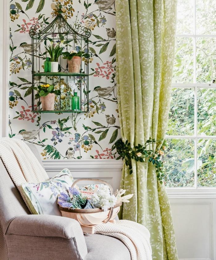 decoraciones para casas, vinilo en la pared con ramas, flores y pájaros, ventana grande, sillón en color crema