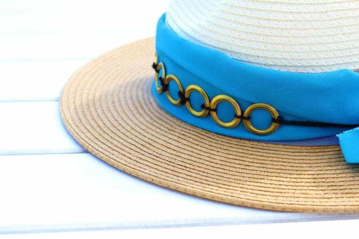 precioso sombrero decorado con tela en azul y pequeños aros metálicos, ideas de manualidades caseras