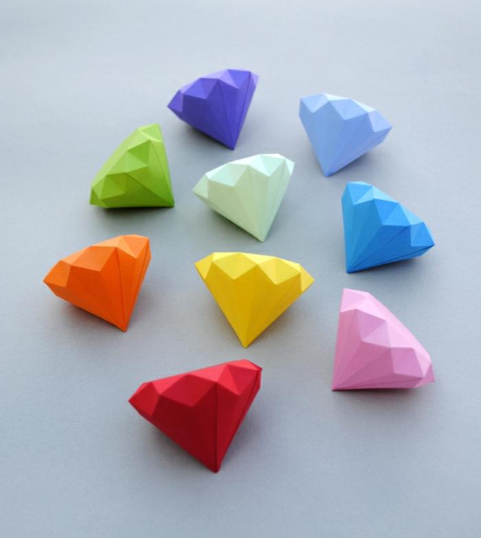 pequeños diamantes hechos de papel DIY, manualidades fáciles y rápidas, ideas para los niños