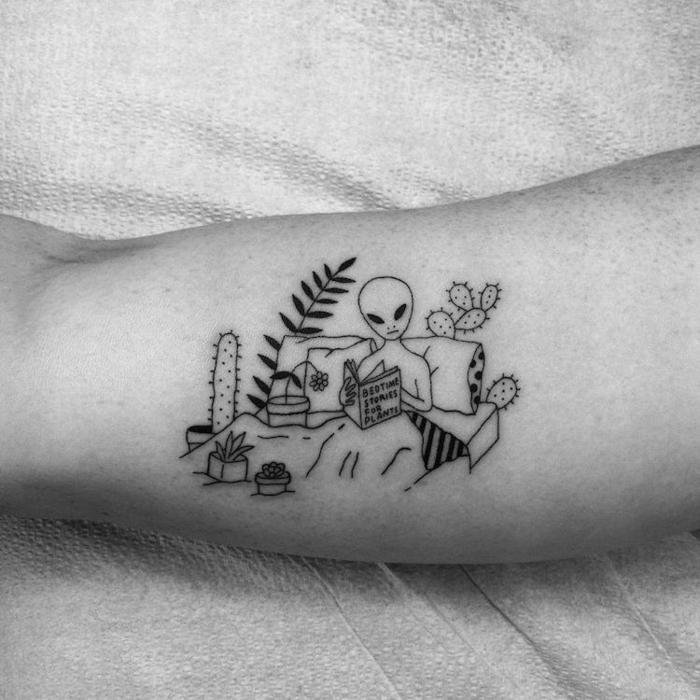 divertidas propuestas de tatuajes surrealistas, tattoo antebrazo original, dibujo de un extraterrestre