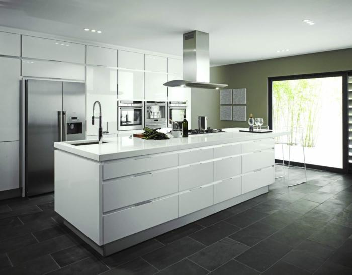 Cocinas con suelo gris oscuro detalles with cocinas con for Cocina de madera gris oscuro