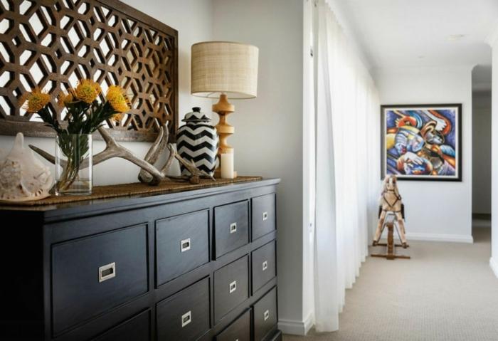 como decorar una entrada ideas sencillas, recibidores estrechos modernos, armario de madera negro