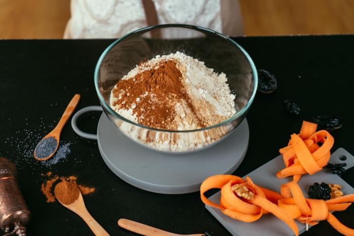 etapas de preparación en fotos, ideas de recetas de postres fáciles y rápidas, como preparar un bizcocho de zanahorias