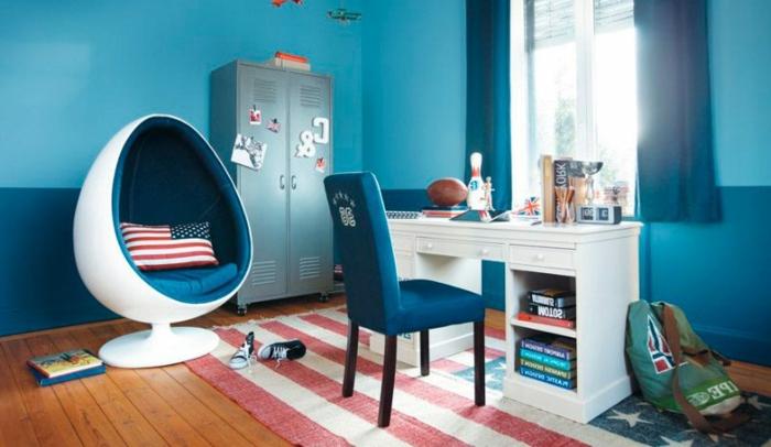 habitaciones juveniles modernas, silla azul con sillón de huevo blanco y azul por dentro, Nueva York