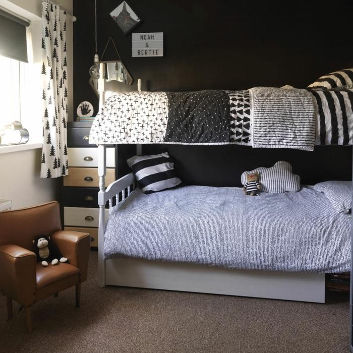 habitaciones juveniles, sillón de cuero marrón con mono de peluche encima, literas blancas, armario