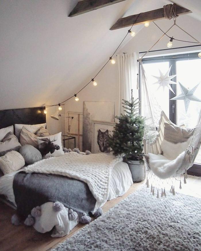 habitaciones juveniles, alfombra de color gris, columpio en blanco colgado del techo, luces de bombillas