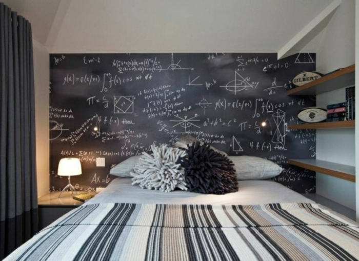 habitaciones juveniles modernas, cama con pizarra detras de la cama, habitación de chico