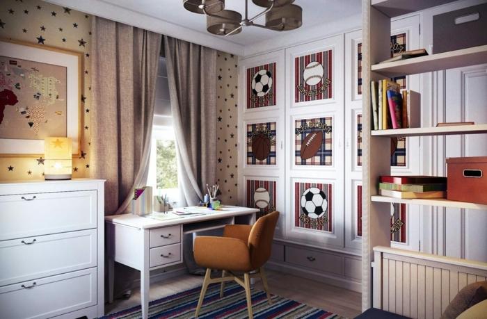 habitaciones juveniles niña, cuarto de chico con cuadros de pelotas de fútbol y rugby en la pared