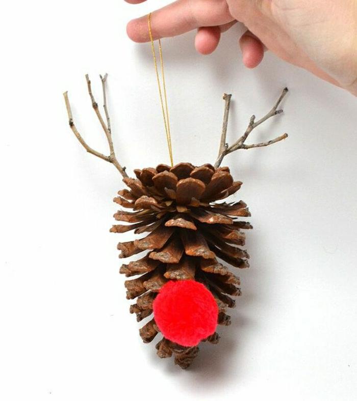 adorno navideño DIY hecho a mano, manualidades faciles de hacer en casa paso a paso, reno hecho con una piña y fieltro