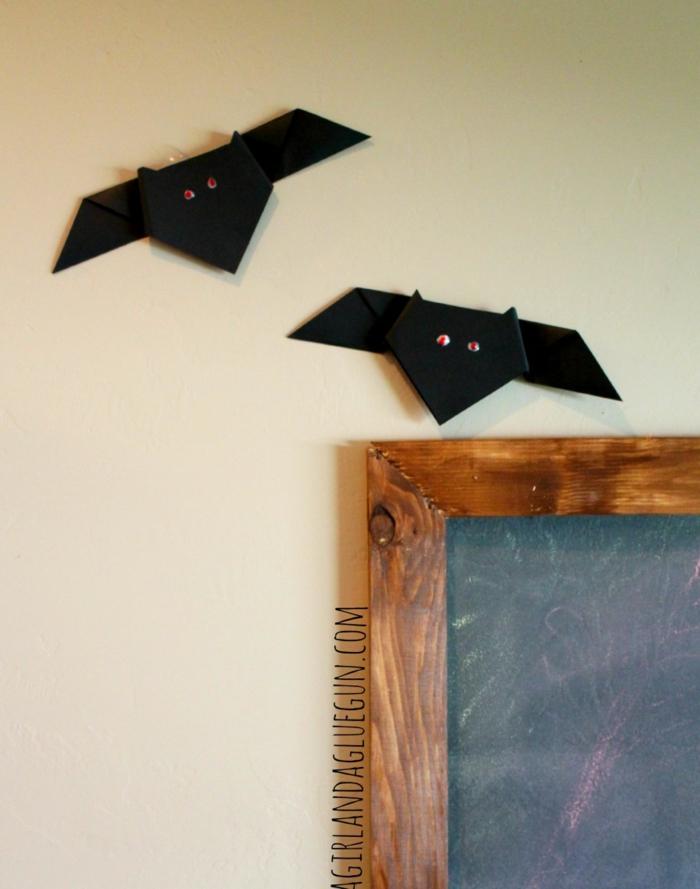 pequeños murciélagos para decorar la pared, ideas de papiroflexia animales, manualidades originales para niños