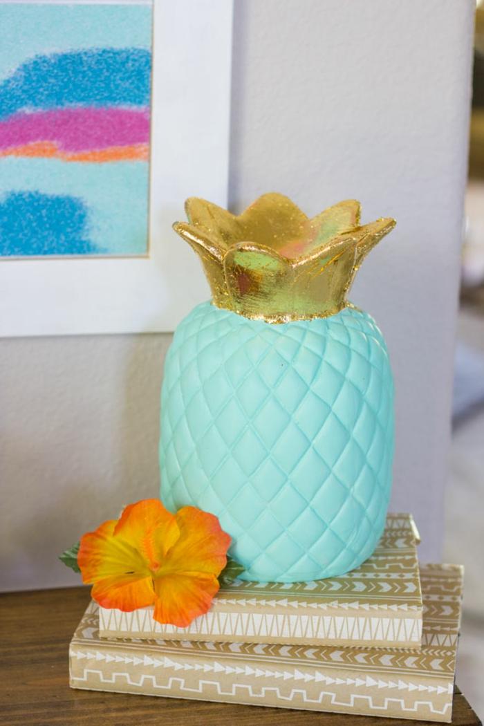 bonitas ideas sobre como hacer manualidades para decorar la casa en verano, jarrón piña