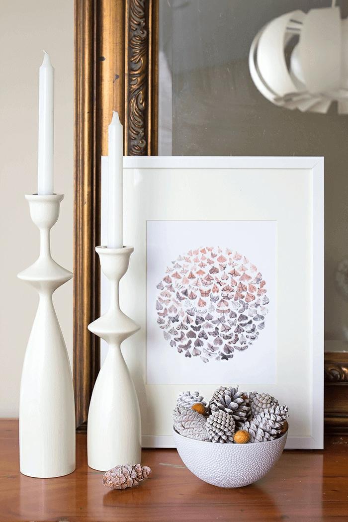 manualidades faciles de hacer en casa, piñas pintadas en blanco, decoración DIY con materiales naturales