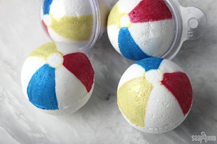 manualidades sencillas para hacer en verano, bombas de baño coloridas para hacer en casa