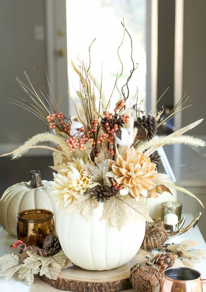 decoración DIU de encanto, calabaza pintada llena de detalles del otoño, ideas de manualidades faciles de hacer en casa