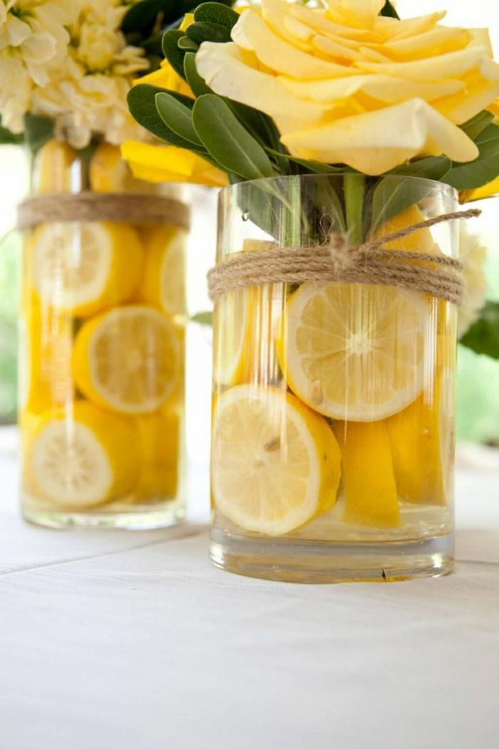 decoración casera DIY, jarrones con limones y rosas en amarillo, ideas de manualidades sencillas para decorar la casa